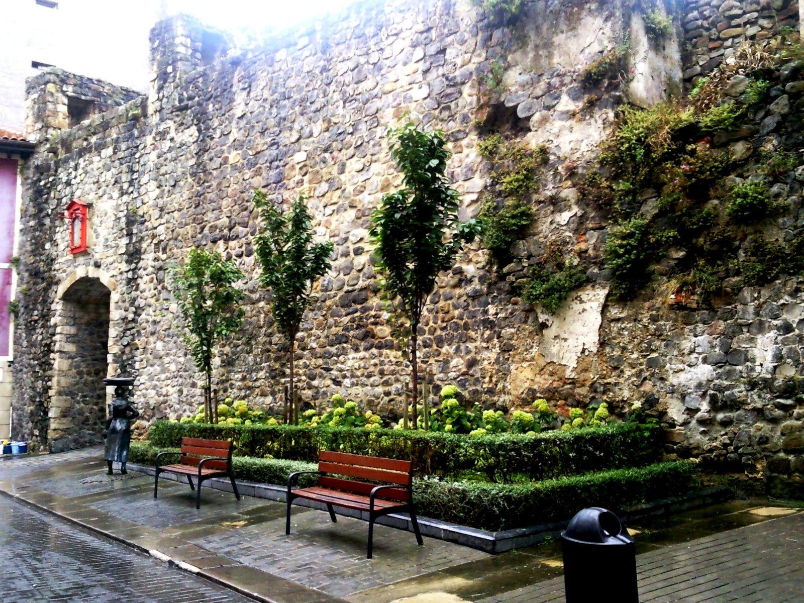 Entrada de Muralla - The Castle port