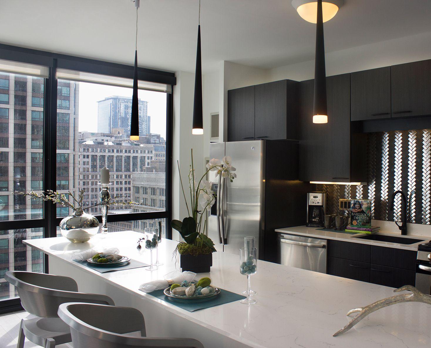 Rent A Luxury Apartment In The Chicago Loop Downtown Rental Condo Interior Condo Interior Design Luxury Apartments