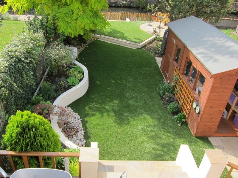Garden Design by Sheila Hassock. Fabulous curved, rendered & painted retaining wall =)