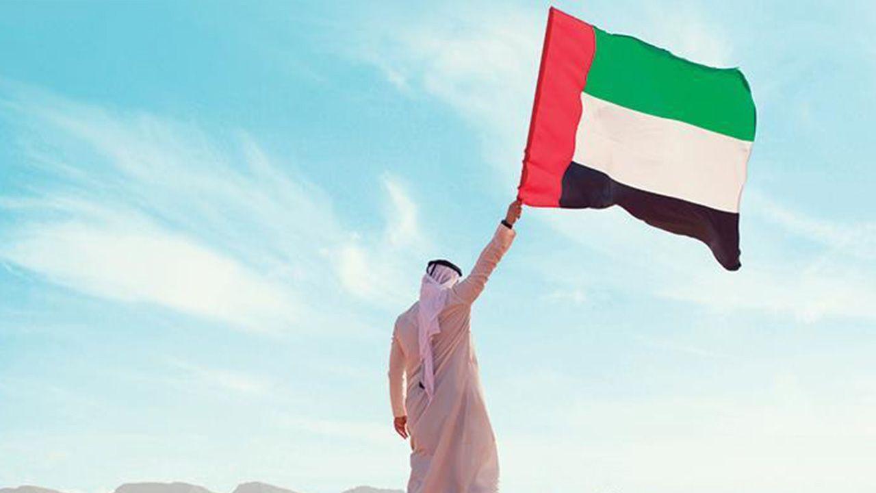 برج خليفة يتزين بألوان علم الإمارات Egypt News Outdoor Decor Outdoor