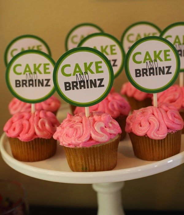 Cake Brainz Plants vs Zombie cupcakes and printable cupcake