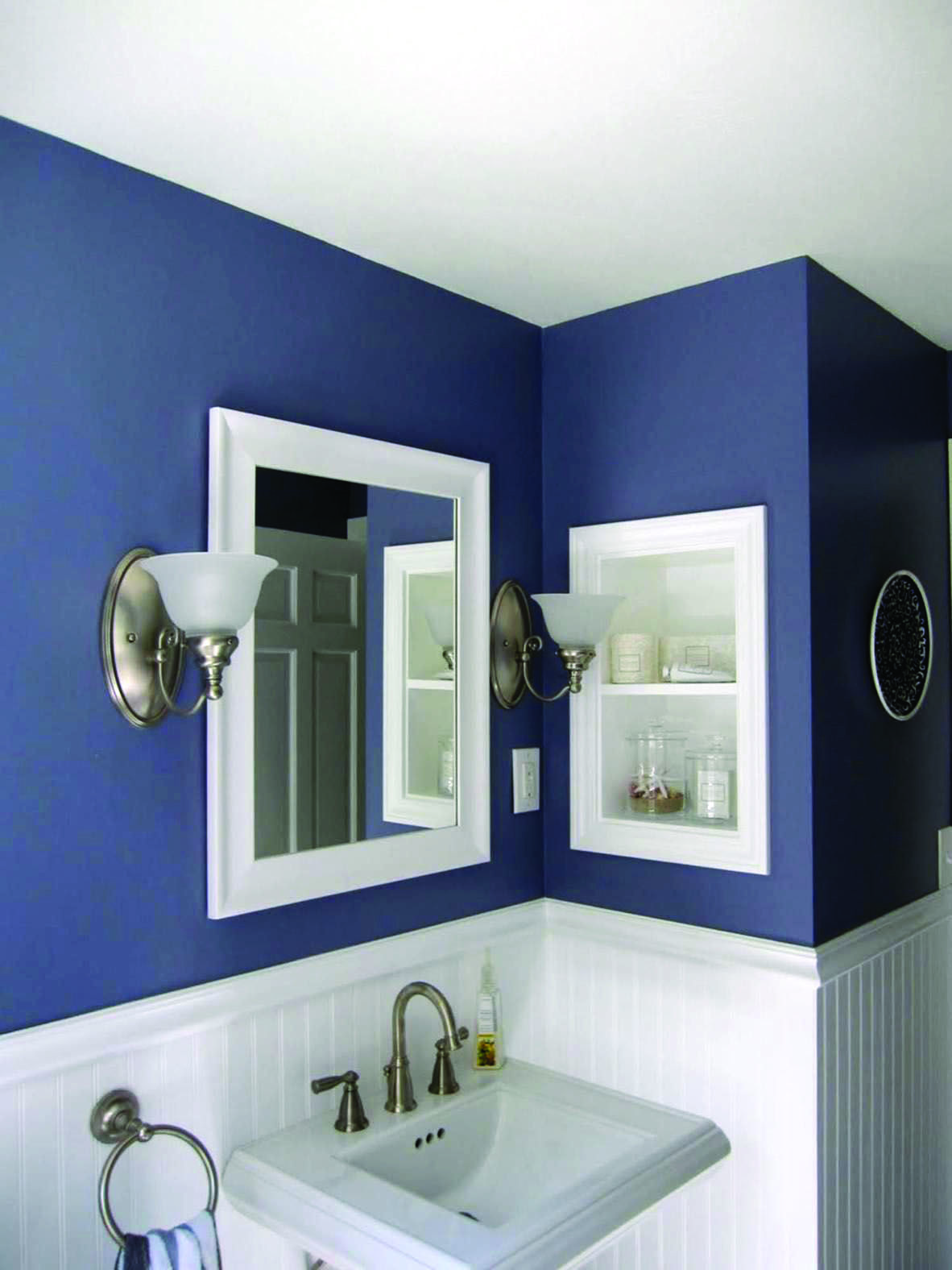 10 Paint Color Ideas For Small Bathrooms Homes Tre Small Bathroom Colors Small Bathroom Paint Half Bath Remodel