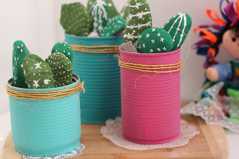 Cactus decorativos con piedras y latas floritere - Manualidades con piedras de playa ...