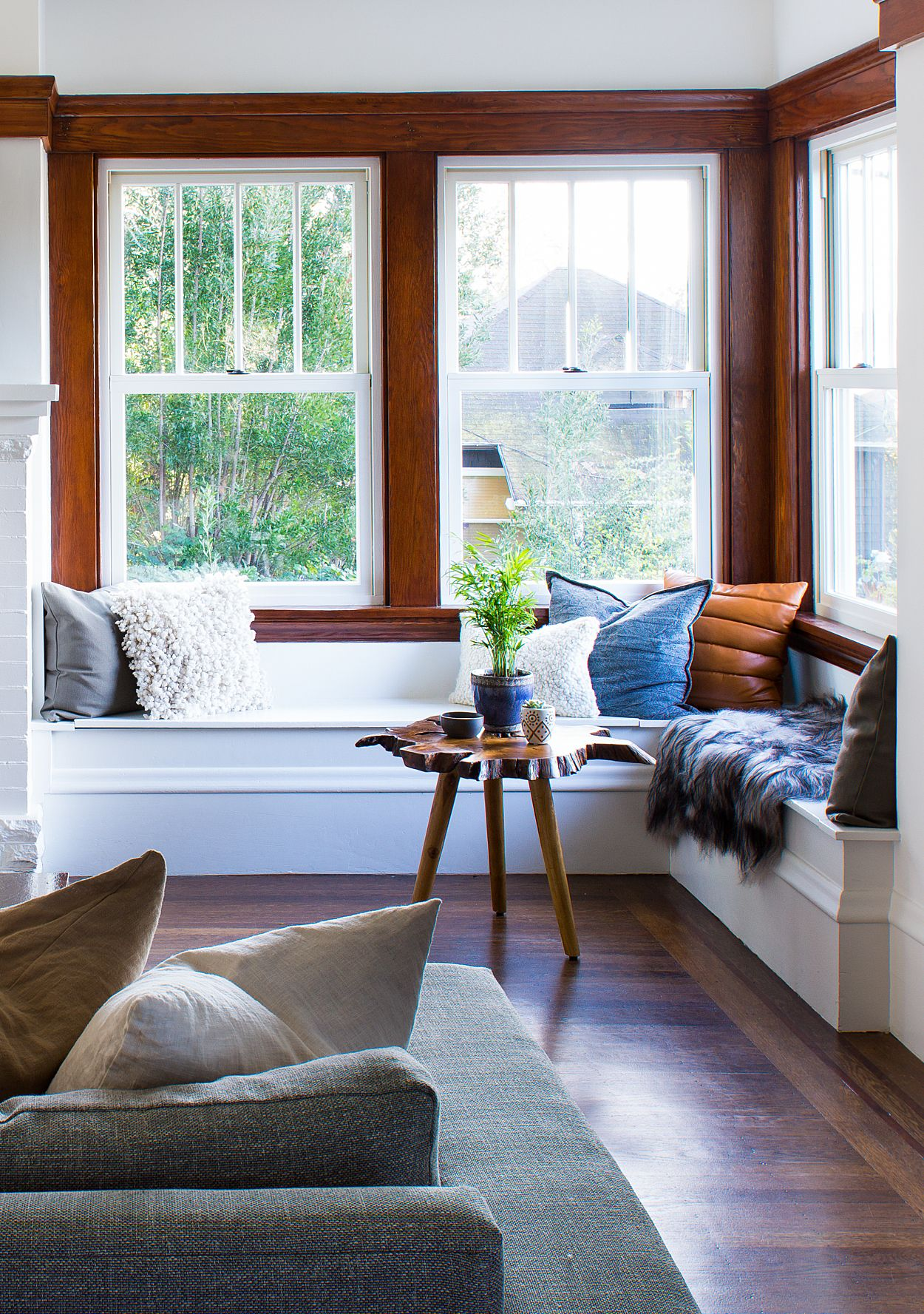 A 1900's Craftsman Home Gets a Happy Modern Makeover #craftsmanstylehomes