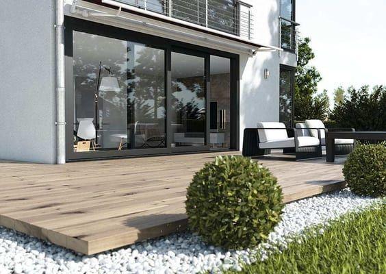 Photo of Terraza con gran puerta elevable y corredera en gris antracita.