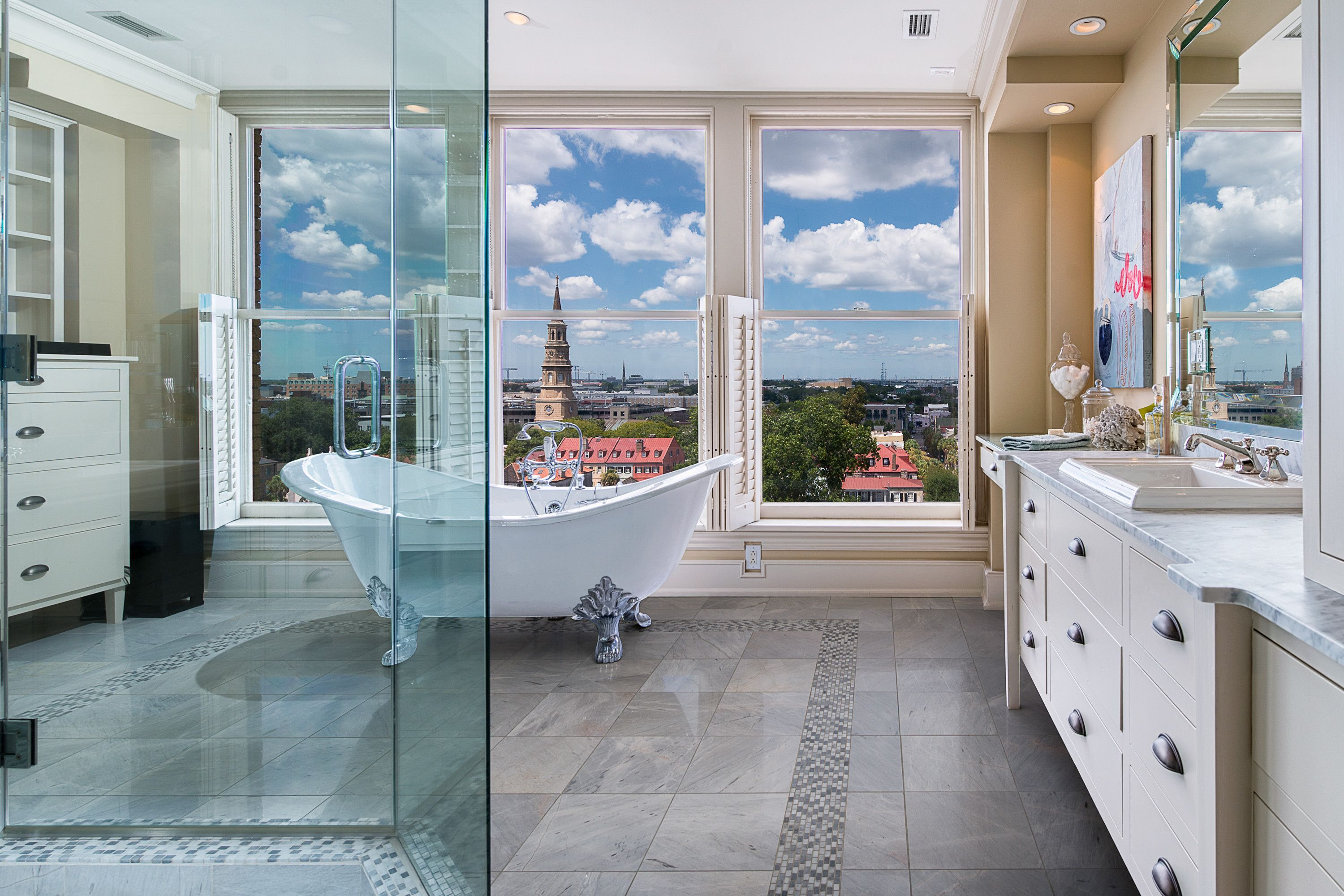 Luxurious bathroom with a view Beautiful Bathrooms