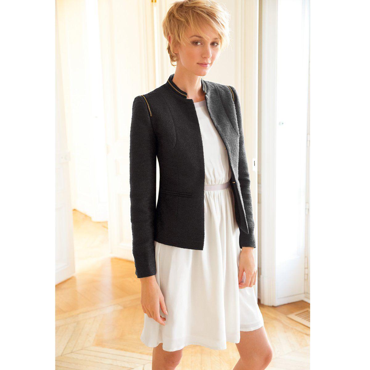 Casaco curto, cintado, estilo alta costura, em pele tweed