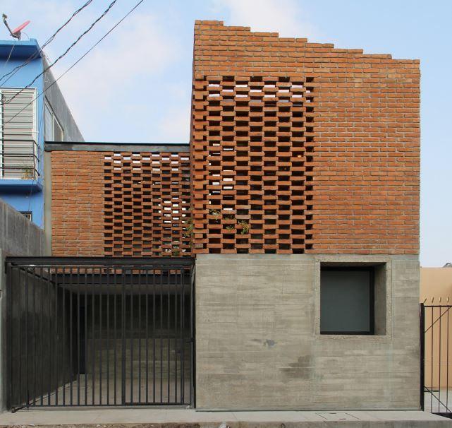 Fachada principal de la casa en ladrillo ladrillo for Estudio de arquitectura en ingles