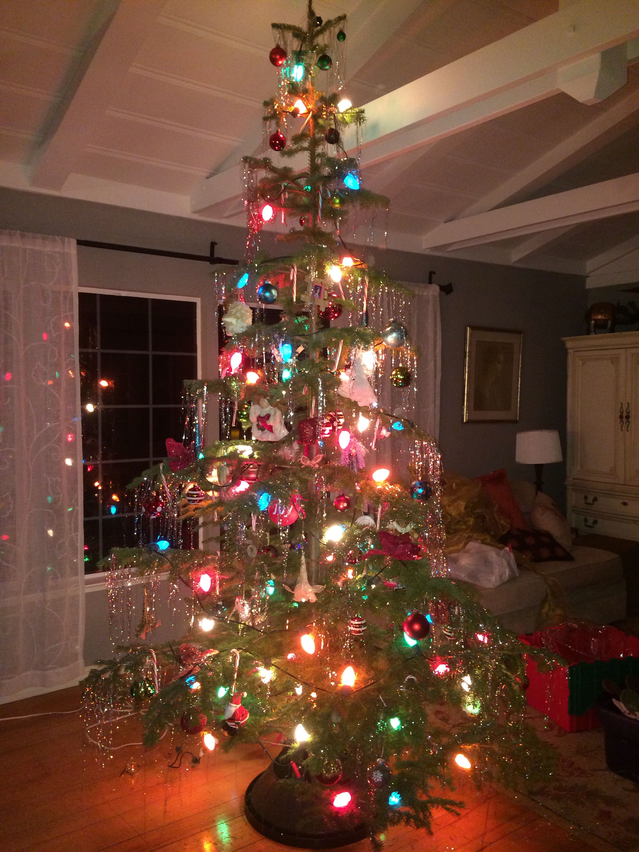 Old School tree with tinsel and Charlie Brown lights! | Ideas for ...