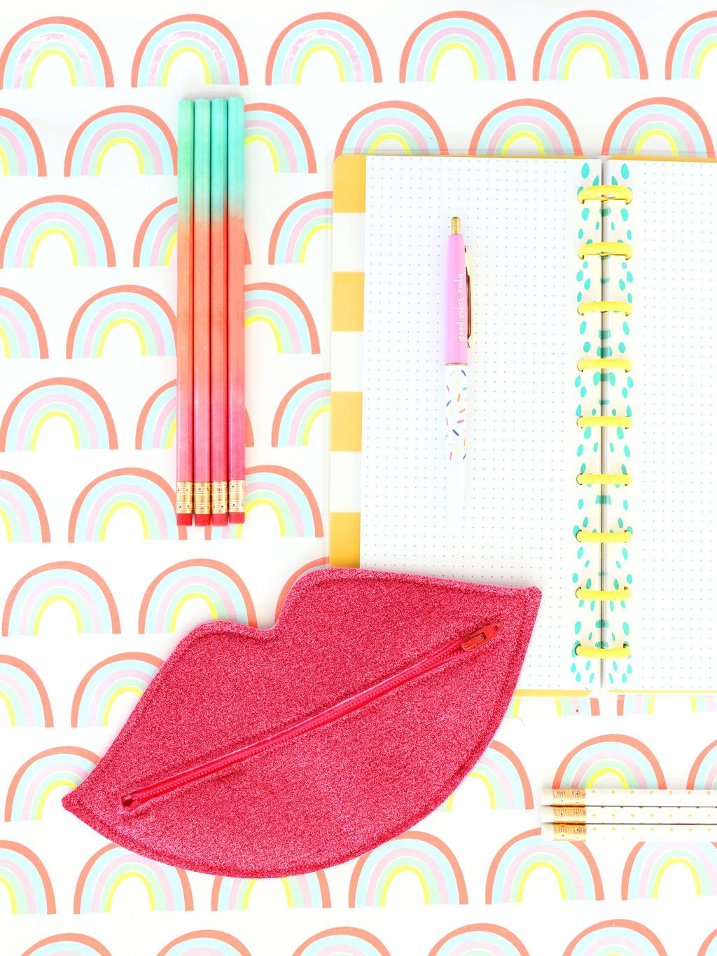 Photo of How to Make a Lip Shaped Zipper Pouch