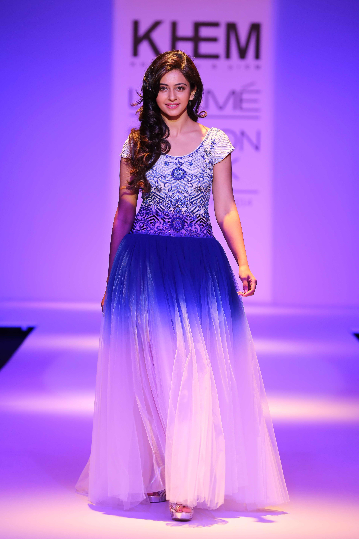 Dorable Vestido De Novia Hindi Ideas Ornamento Elaboración ...