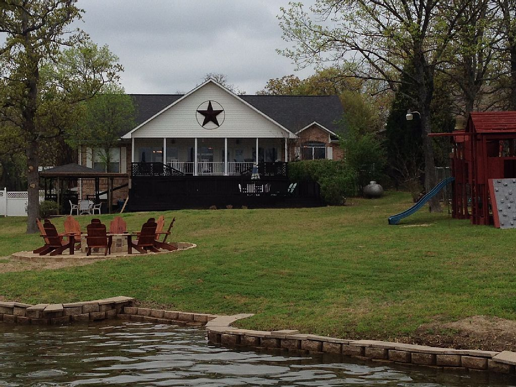 Roomy House on Main Channel Of Cedar Creek Reservoir Log