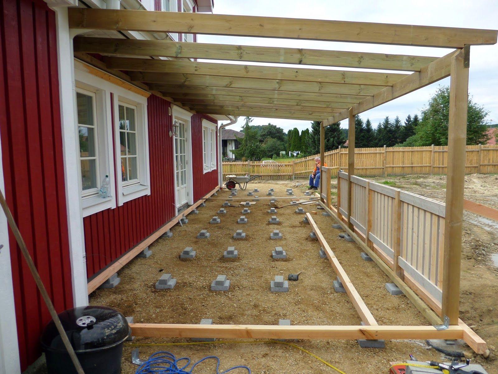 Bau eines roten Schwedenhauses mit Rörvikshus. Musterhaus