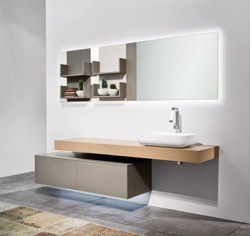 Profili netti e superfici pulite per un arredo bagno moderno e dal ...