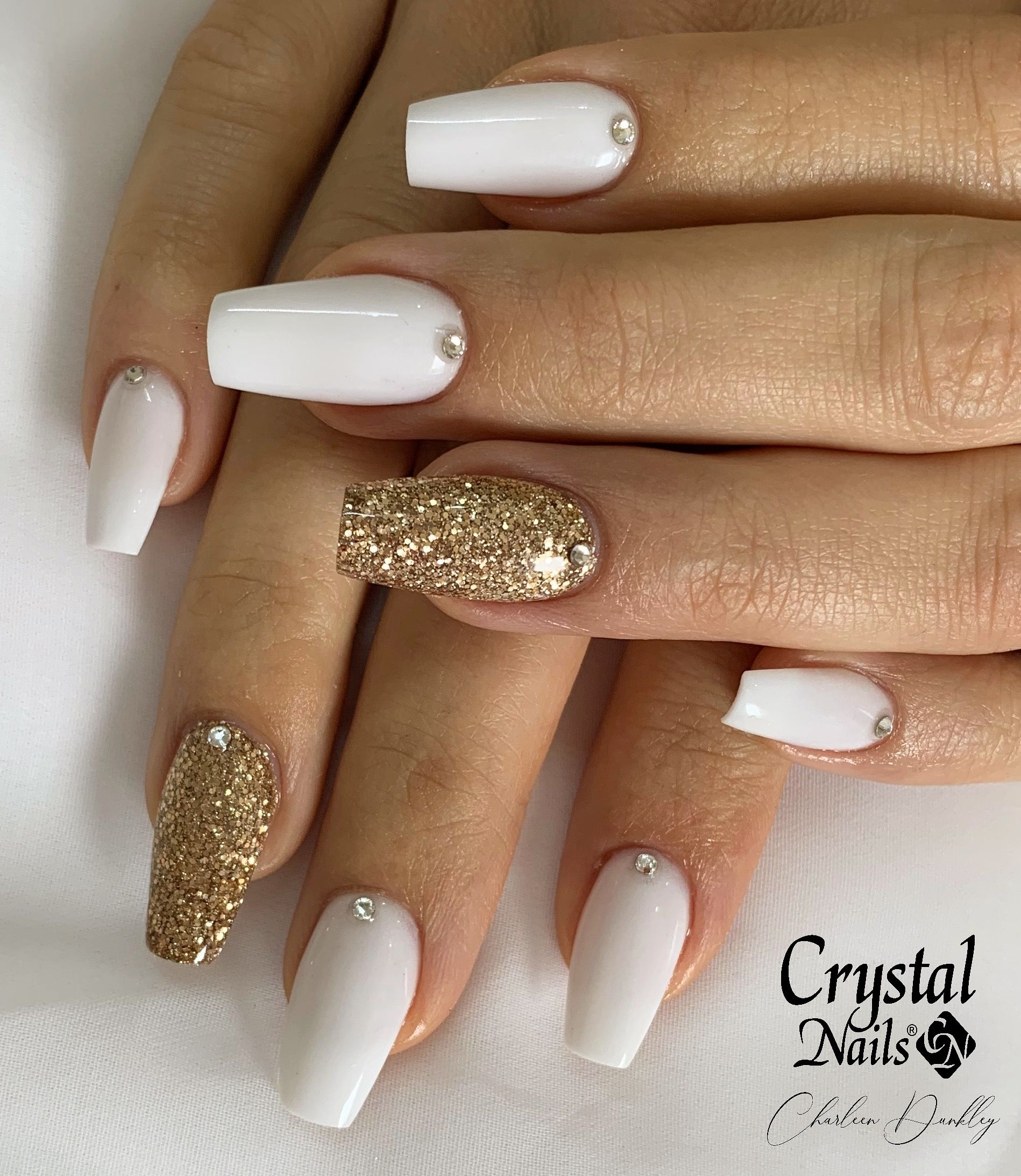 White Gold Nails White Nails With Gold White Acrylic Nails With Glitter White Acrylic Nails