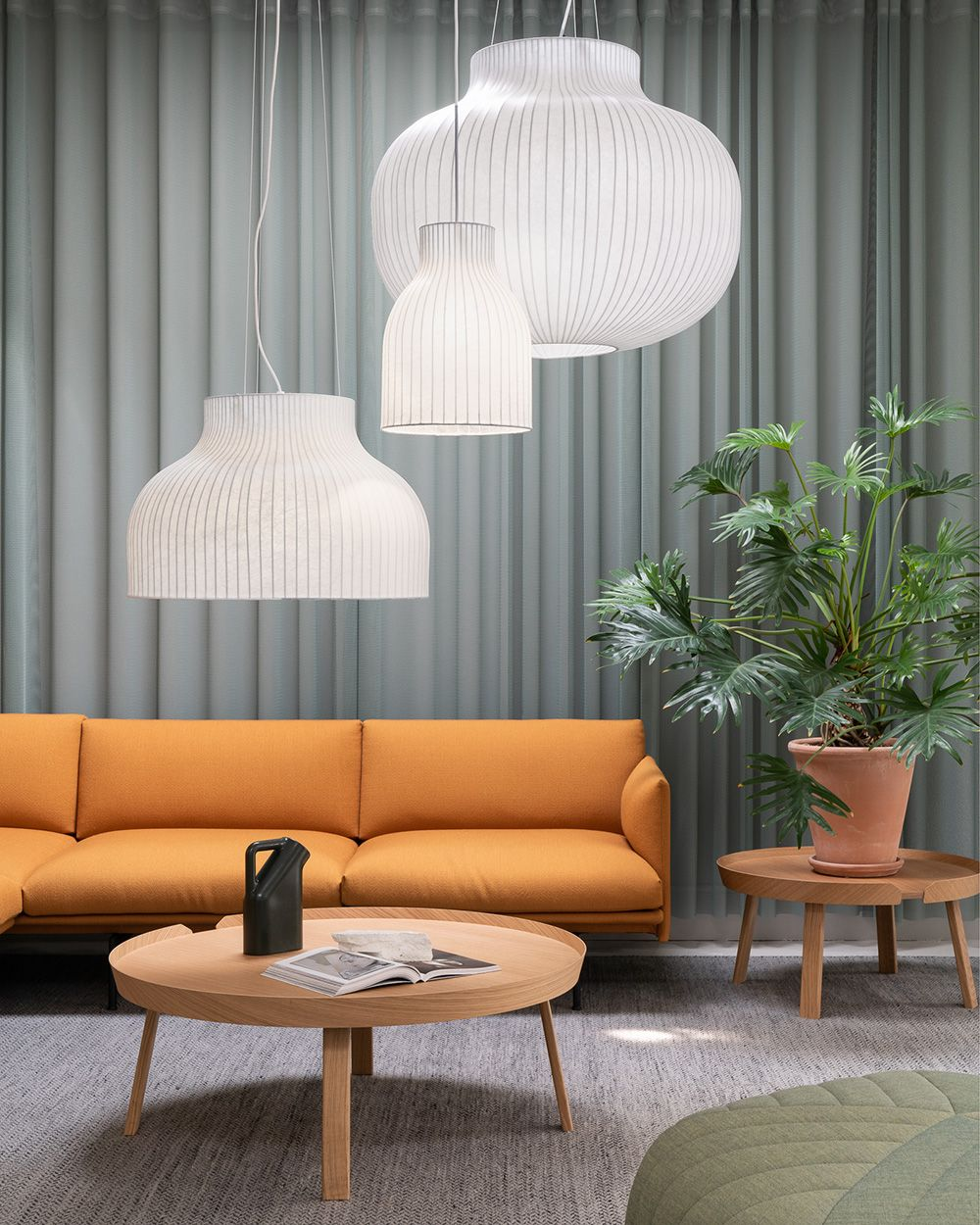 Minimal And Timeless Scandinavian Sofa Decor Inspiration From Muuto The Outline Series Adds New Perspectives To The Classic Scandinavian Design Sofas Ombygning