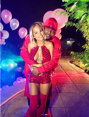 Welcome To Oghenemaga Otewus Blog Singer RKelly Throws Birthday Party For His 22 Ye