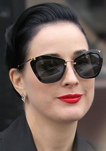 757dcbae058e8 Dita von Teese in Miu Miu sunglasses - Celebrity Accessories Watch Óculos  De Sol Feminino,