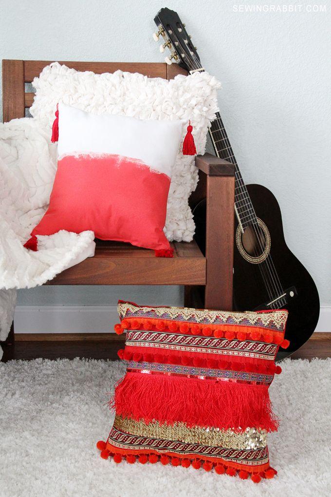 Make your own super cute DIY Pillow // DIY Fringe Pillow