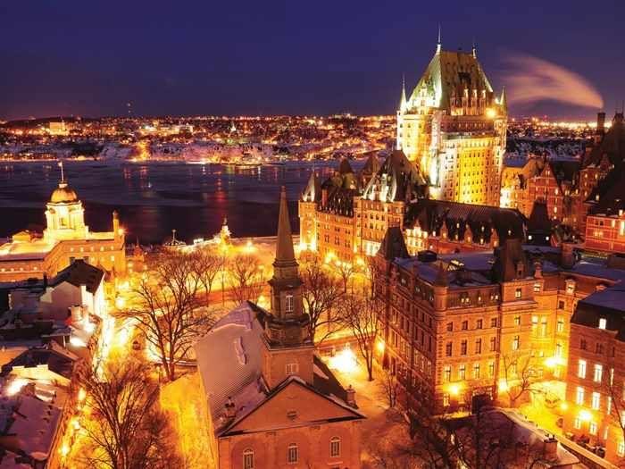Winter evening in vieux qu bec credit office du tourisme de qu bec jean fran ois bergeron - Office du tourisme de montreal ...