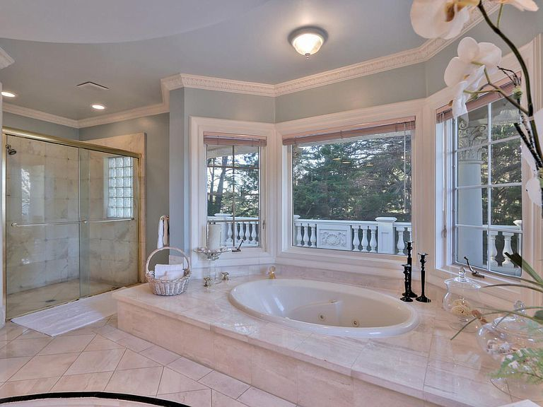 112 Holiday Dr La Selva Beach Ca 95076 Mls Ml81757342 Zillow Luxury Mansions Interior Mansion Bathrooms Mansion Interior