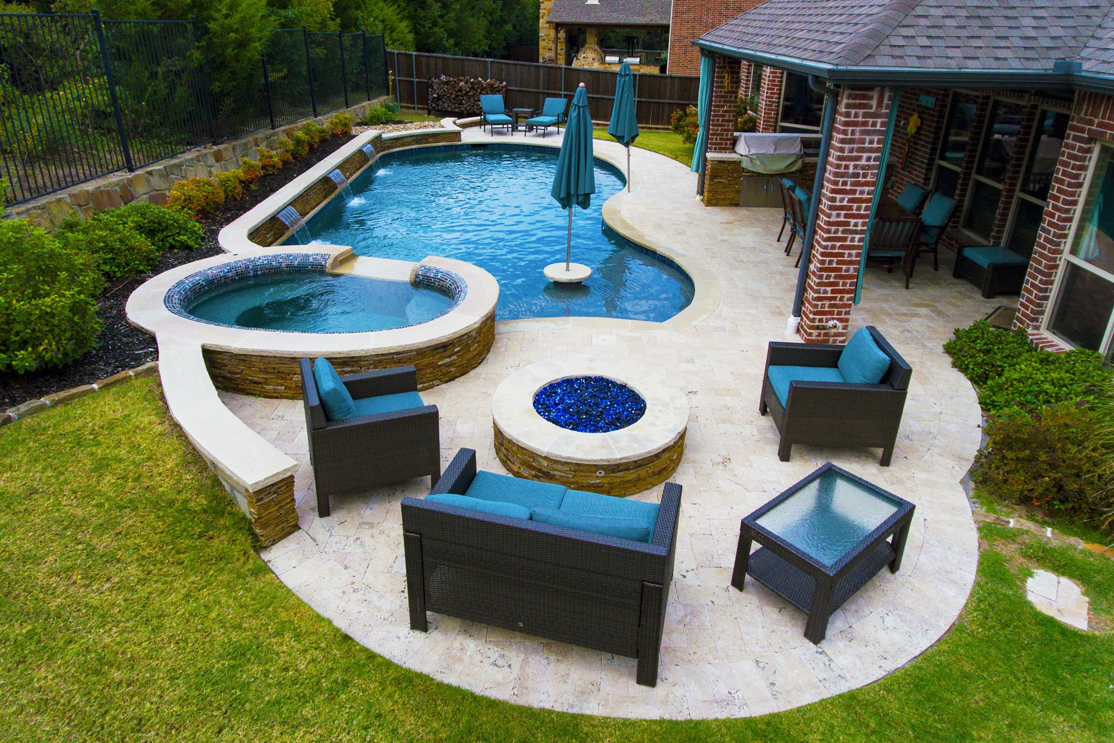 Rockwall Pool Design Dallas Photo Gallery Outdoor Living   Freeform Pool  And Spa With Sheer Descent