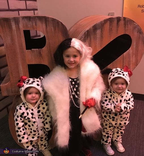 costume contest cruella deville and her puppies halloween costume idea - Cruella Deville Halloween Costume Ideas