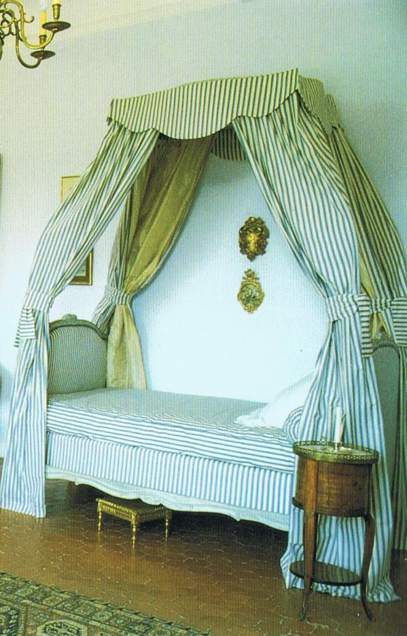 Romantisches schlafzimmer interieur château duansouis  bits u pieces  pinterest  tags