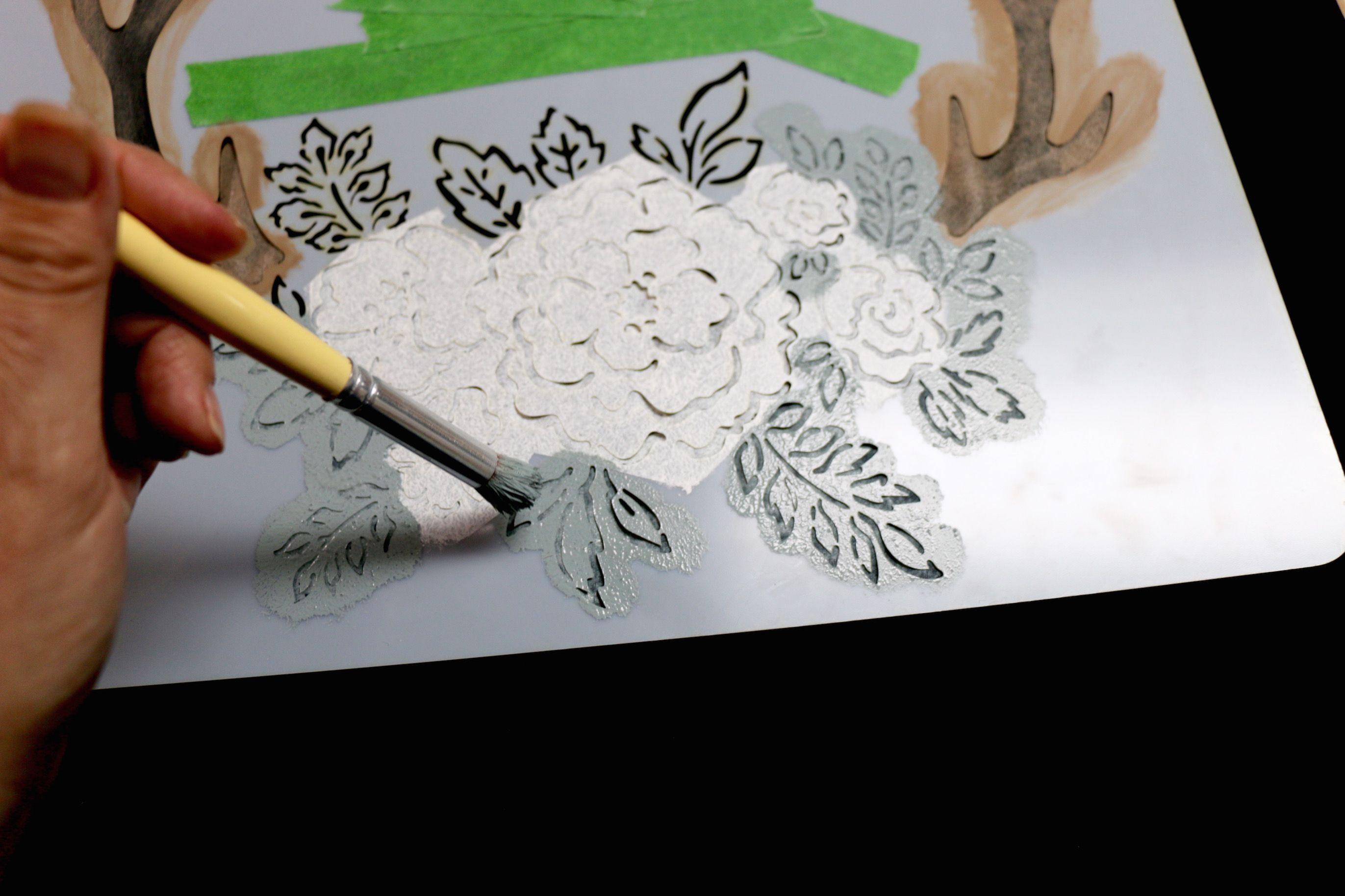 Apprenez à peindre un pochoir de la collection Natacha Créative