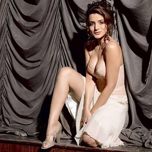 Blonde amisha patel nude, hot naked pictures of hawaiian guys