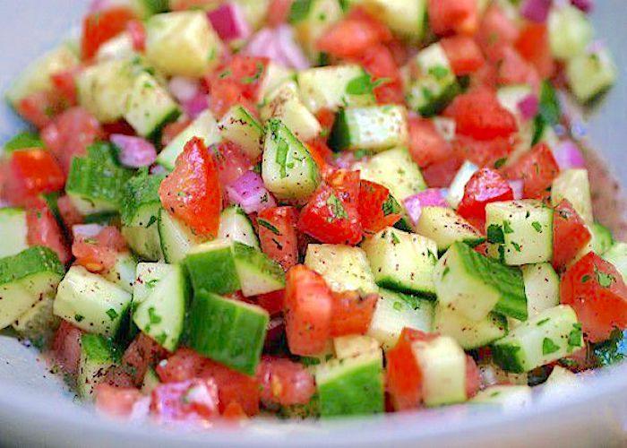 zuppa di frullato e insalata