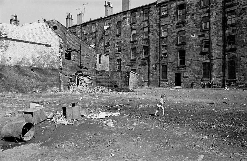 How Old Are The Tenement Building Glasgow Queen Mary Avenue