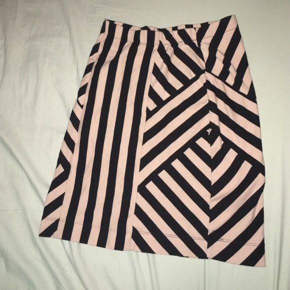 Pencil skirt Super cute print pencil skirt! Comfortable material, the cream & black together is so cute! Monteau Skirts Pencil