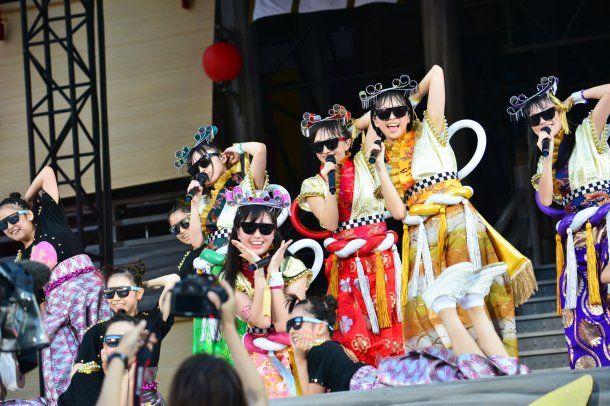 ナタリー - ももクロ、日産で夏の「桃神祭」初日開催