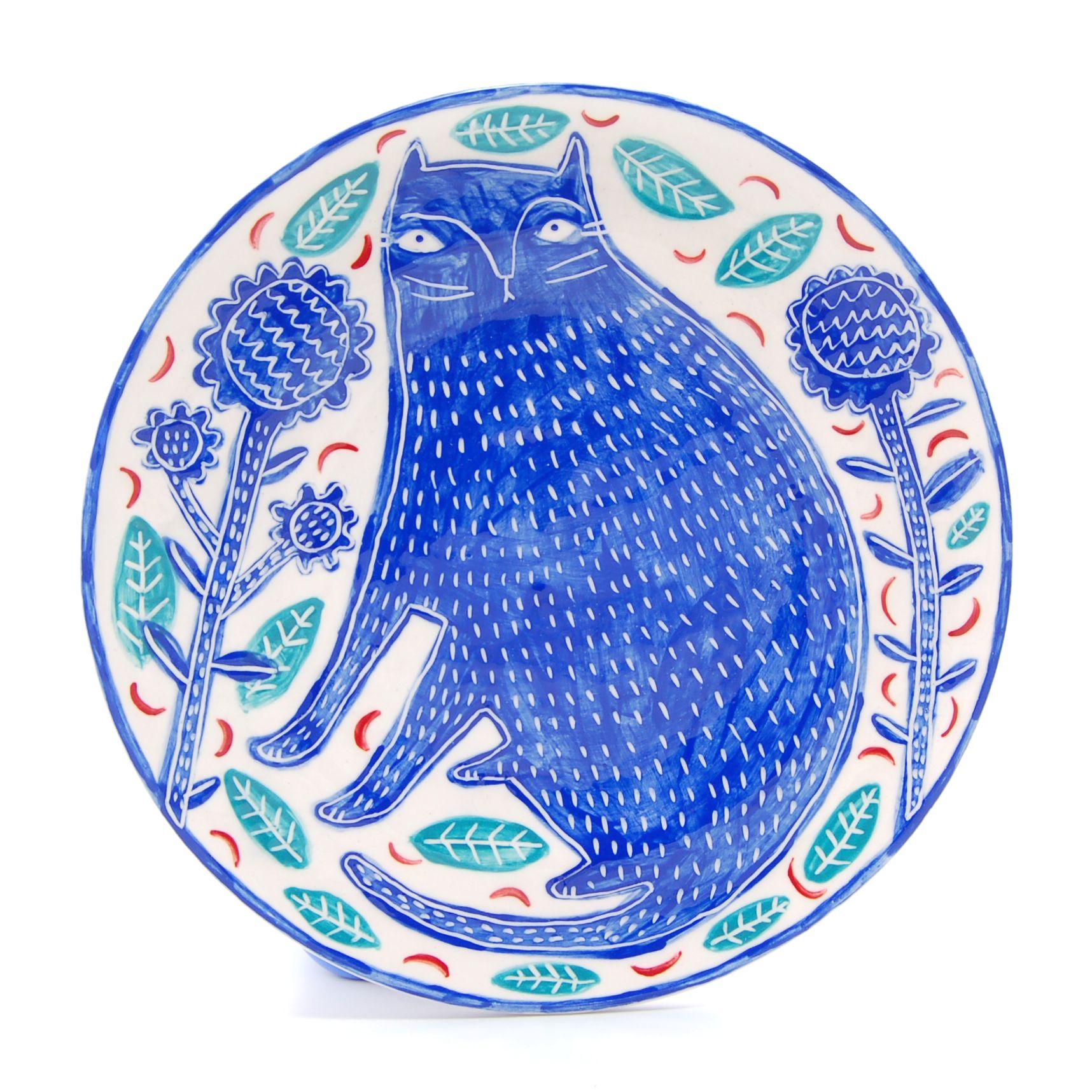 Blue garden cat earthenware plate by Vicky lindo.  www.vickylindo.co.uk