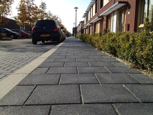 Betontegels voor het trottoir opdr 7 8 inspiratie moodboard wijk pinterest betontegels en - Moderne woning buiten lay outs ...
