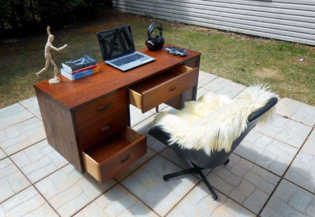 S vintage refurbished dixie walnut desk bureaux longueuil