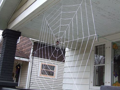 DIY giant spiders nest Can\u0027t wait for Halloween!! Halloween - giant spider halloween decoration