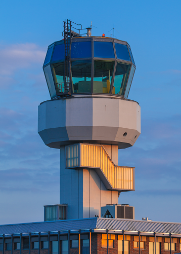 AIR TRAFFIC CONTROLLER CAREER & LICENSING GUIDE Find out