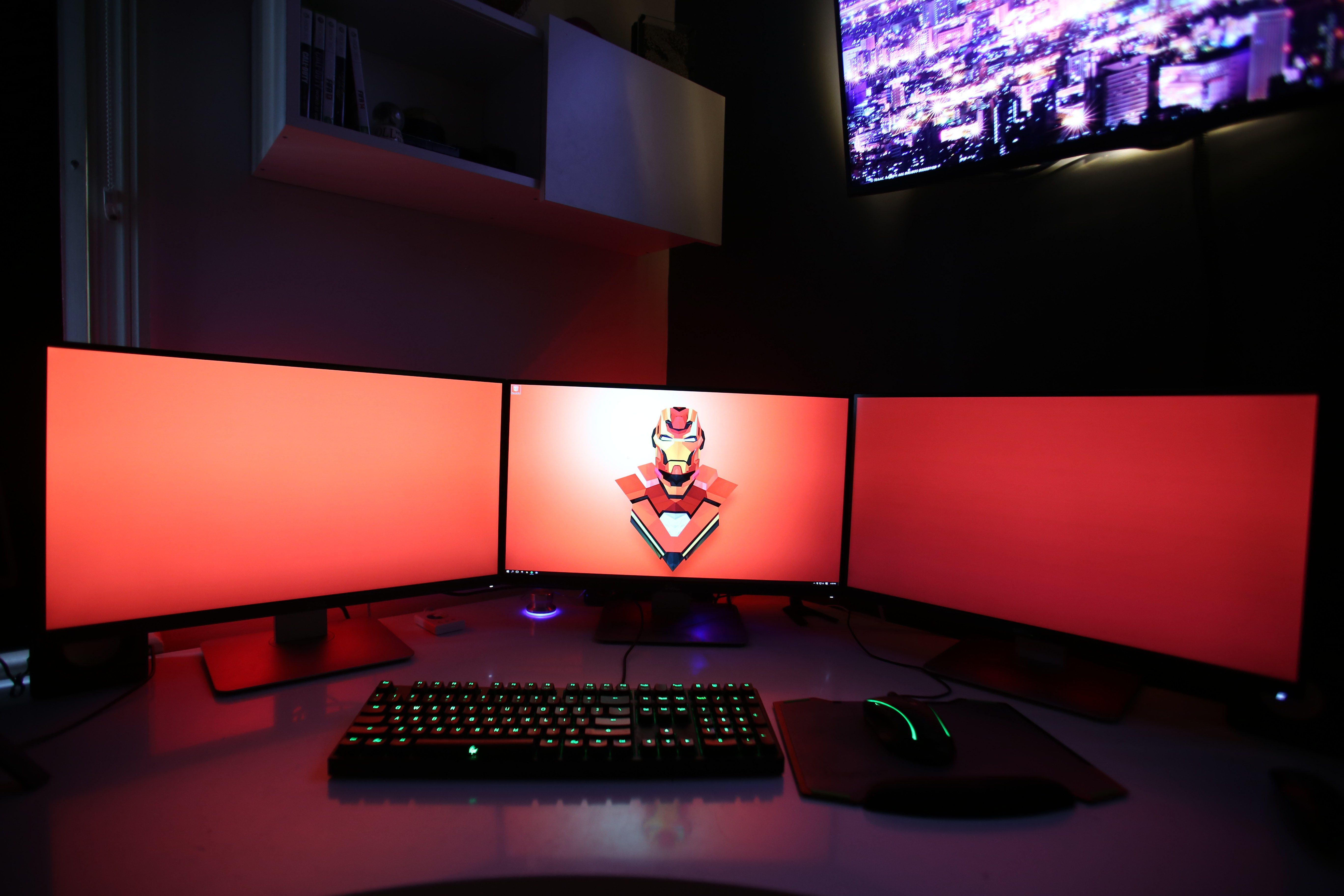 Triple monitor gaming setup k supreme setups gaming desks
