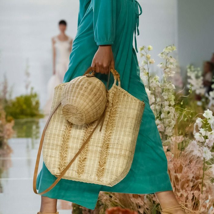 b751684abda0 Bag Trend at NYFW for Spring Summer 2018   Casual Summer Style  Woven straw  Raffia (Bucket and Tote) bags. Ulla Johnson  SS18  NYFW