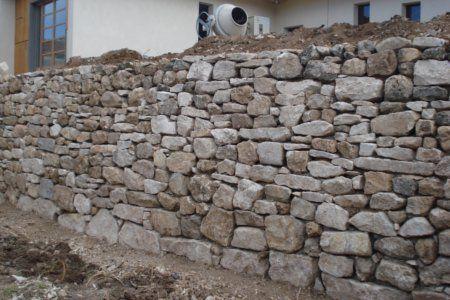 Mur de soutènement en pierre, construction d\'un mur de soutien en ...