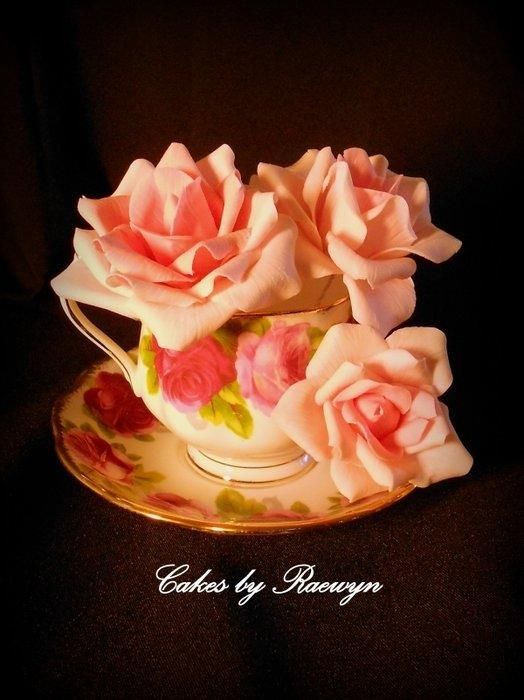 Nana S China Dressed Up In Gumpaste Roses Cake By Raewyn Read Cake Design Lace Wedding Cake Rose Gum Paste