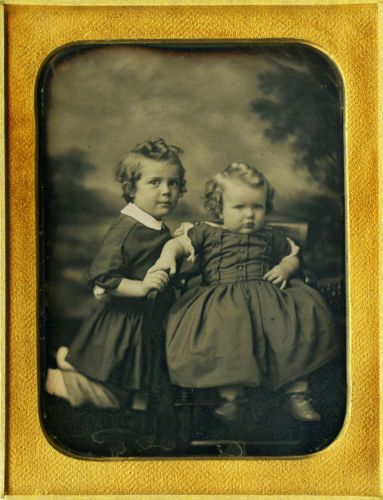 Exquisite-Plate-Daguerreotype-of-ID-039-d-Beautiful-Brothers-amp-Dreamy-Background