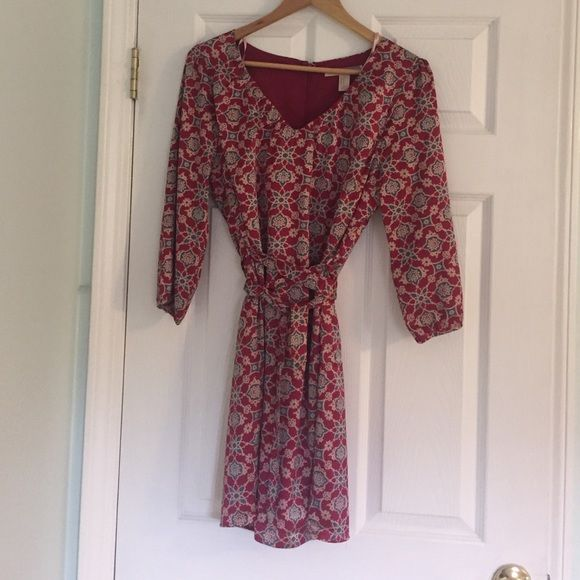 Super cute, pattern dress size M Love this dress! Worn once w grey boot I'm selling! Silky look, cute pattern, size M, cranberry, grey blue, little Black and Tan Forever 21 Dresses