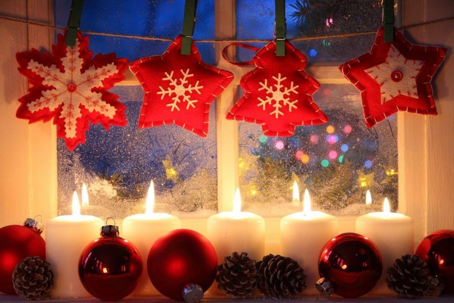 Neben Christbaum Fesselt Auch Festliche Weihnachtsdeko Fenster Den Blick.  Ihr Schönes Gewand Erfreut Aber Das