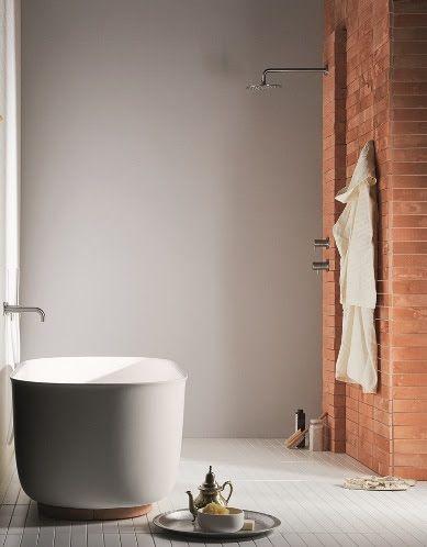 """""""Un bagno dove luce, colori e materiali danno vita ad un'esperienza sensoriale rigenerante. Uno spazio che calma e rasserena"""" Monica Grafeo per Rexa Design    #design #architecture #progettazione #ristrutturare #interiordesign #interiors #interieur #homedecor #lifestyle #photography#instahome #repost #sanitari #bagno #water #home #wellbeing #relax #luxurybathrooms #bathroominspiration #bathroomideas #saladebanho #nicoletti @nicoletti_design"""