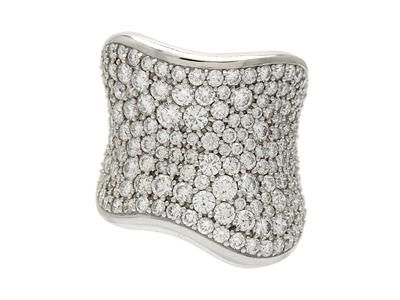 OLE LYNGGAARD, ring, The Kiss, 18K white gold, 195 brilliant cut diamonds approx 4,26 ctw. Item no: 1054679 - Kaplans Auktioner