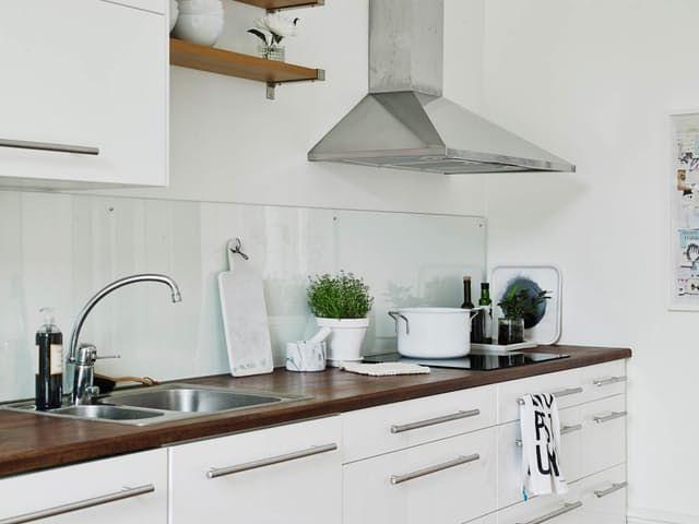 A Lovely, Low-Maintenance Alternative to Tile Backsplashes | Küche