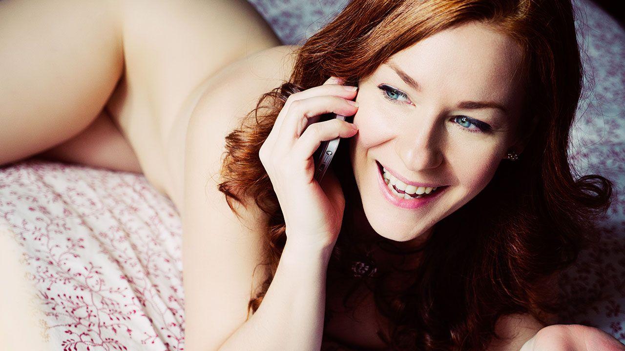 talking on the phone | camille crimson/ chloe morgane | pinterest